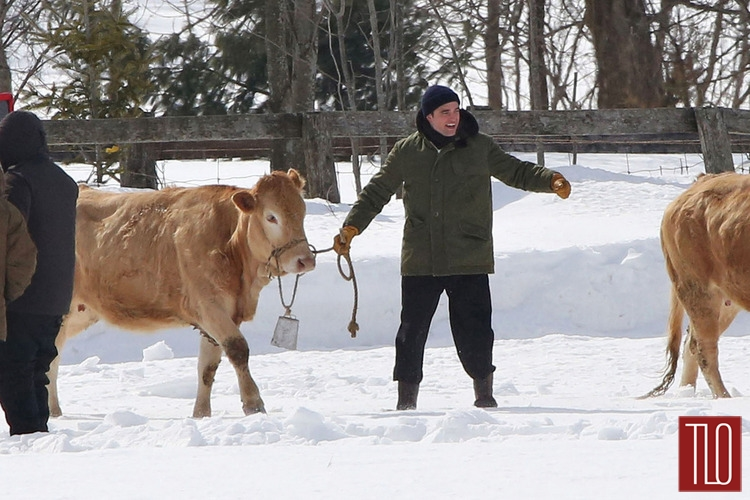 Robert-Pattinson-On-Set-Life-Snow-Cows-Tom-Lorezo-Site-TLO (2)