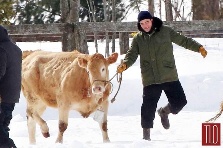Robert-Pattinson-On-Set-Life-Snow-Cows-Tom-Lorezo-Site-TLO (3)