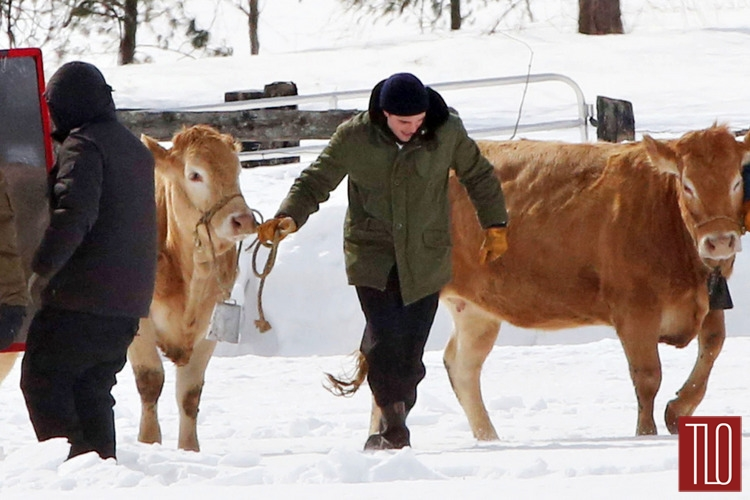 Robert-Pattinson-On-Set-Life-Snow-Cows-Tom-Lorezo-Site-TLO (6)