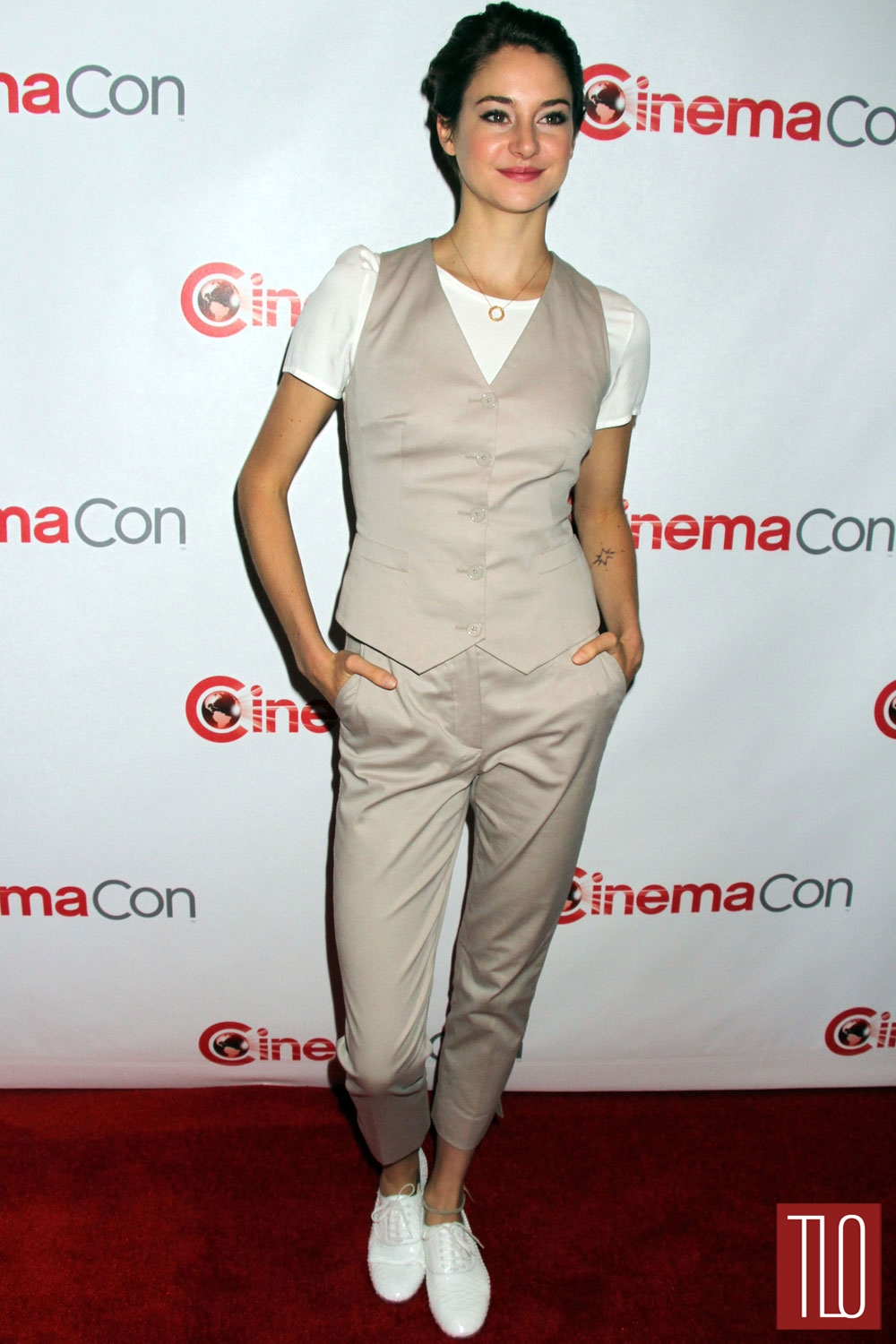 Shailene-Woodley-Dolce-Gabbana-CinemaCon-2014-Tom-Lorenzo-Site-TLO (1)